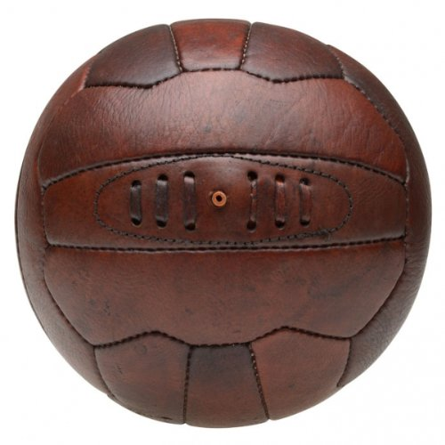le ballon de football vintage. Black Bedroom Furniture Sets. Home Design Ideas