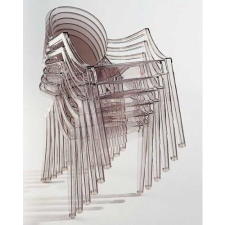 La Chaise Louis Ghost Par Starck Pour Kartell - Lecatalog.Com