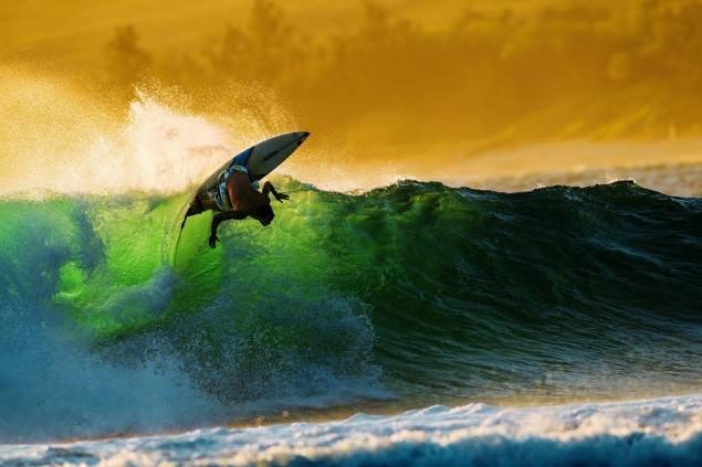 surf-les-100-plus-belles-vagues-du-monde-casey-koteen-7-lecatalog.com
