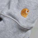 Le sweat gris chiné par Carhartt.