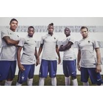 Aspirateur d'étoiles, le nouveau maillot de l'équipe de France de Football pour le Brésil.