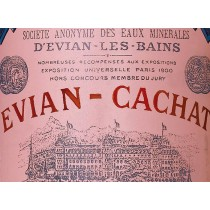 Evian réédite sa bouteille telle qu'elle était en 1925.