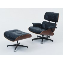Le fauteuil Eames Lounge Chair et son Ottoman.