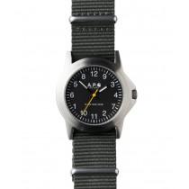 La montre Militaire par Carhartt et A.P.C..