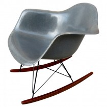 La Rocking Chair EAMES RAR gris en fibre de Verre.