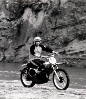 Une vidéo magnetique de Steve McQueen sur une Honda CR250M Elsinore