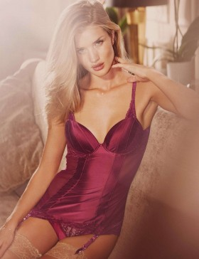 Rosie Huntington Whiteley, nous la joue Marks & Spencer