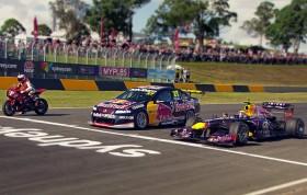 Un duel couillu entre une F1, une Supercar et une Moto