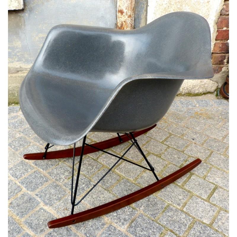 la rocking chair eames rar gris en fibre de verre. - lecatalog.com - Chaise Eames Fibre De Verre