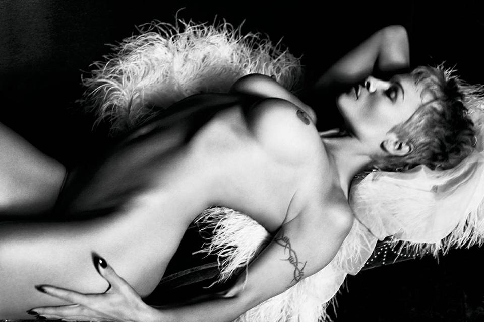 Pamela Anderson Nue Purple Magazine