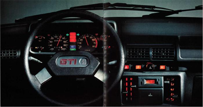 Peugeot 205 GTI interieur